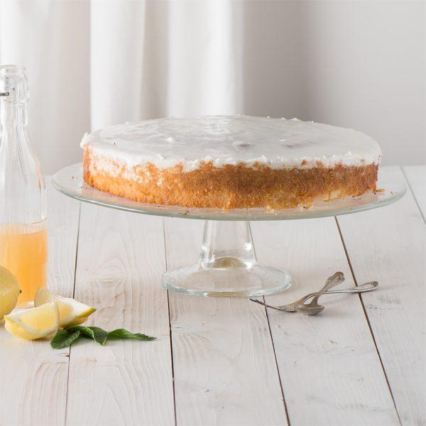 Marusin Omas feuchter Zitronenruehrkuchen mit hausgemachtem Zitronensirup