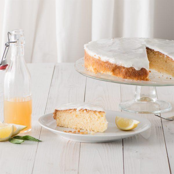 Marusin Omas feuchter Zitronenruehrkuche mit hausgemachtem Zitronensirup 2n