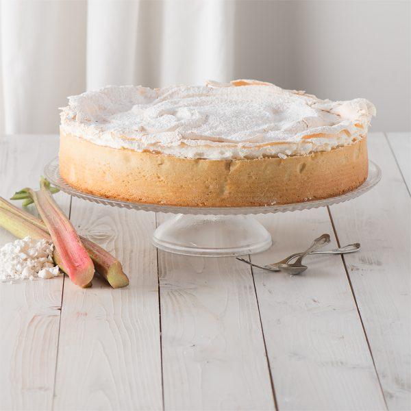 Marusin cremiger Kaesekuchen mit Rhabarber und Baiser